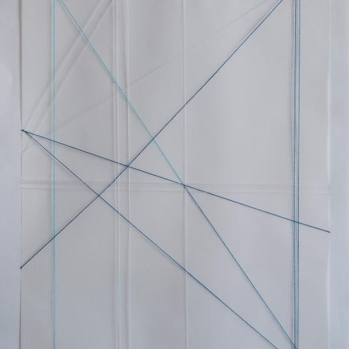 """""""Estado de calle. Primera parte, pieza # 2"""" / Técnica: tapabocas desmembrado y bordado sobre papel / Dimensiones de la obra: 24 x 33,5 cm. Sin enmarcar."""