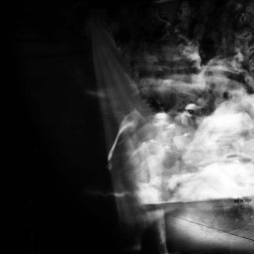 """""""El pensamiento"""" de la serie """"Pararse, sentarse y la fuga del pensamiento"""" / Técnica: fotografía análoga y composición digital. Película: Ilford Pan F Plus 50 / Dimensiones de la obra: cm."""