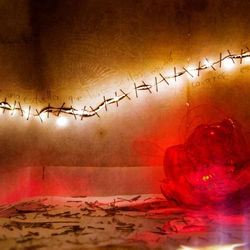 """""""3000 días # 6"""" de la serie """"3000 días"""" / Técnica: pintura, escultura, collage y fotografía digital / Dirección de arte: Silvia Ochoa y Natalia Behaine / Diseño de maquetas: Natalia Behaine / Post-producción: Óscar Barrera / Dimensiones de la obra: cm."""